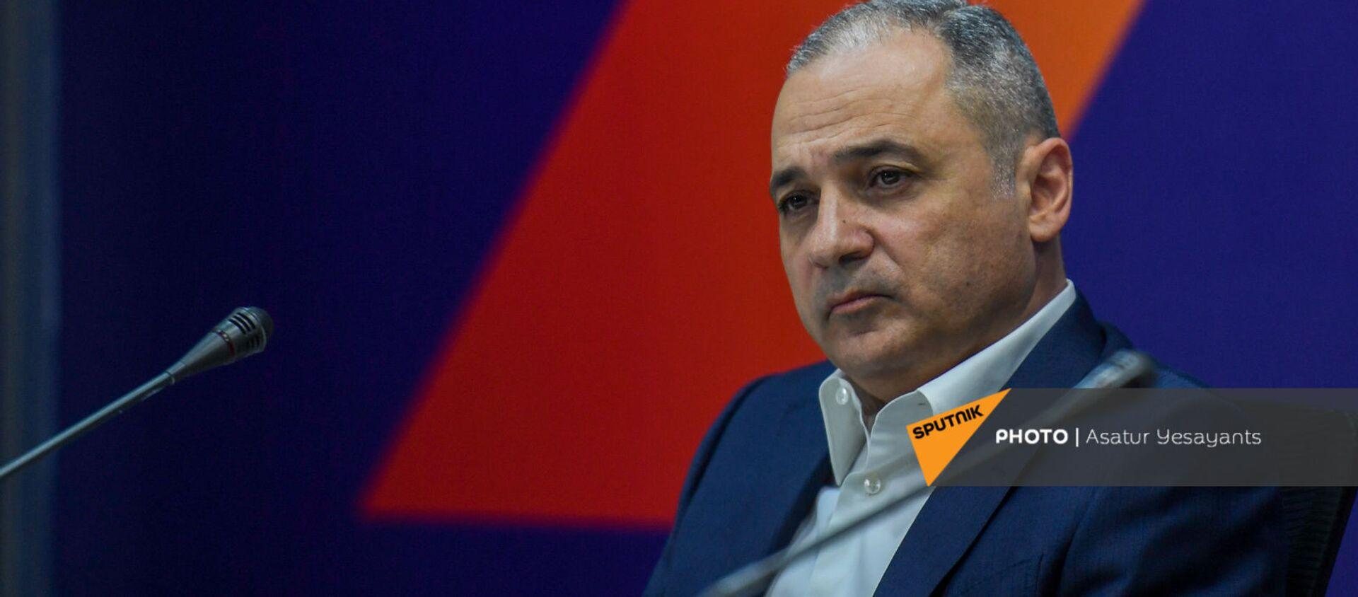 Ваге Акопян на пресс-конференции лидеров блока Айастан (25 мая 2021). Еревaн - Sputnik Արմենիա, 1920, 08.07.2021