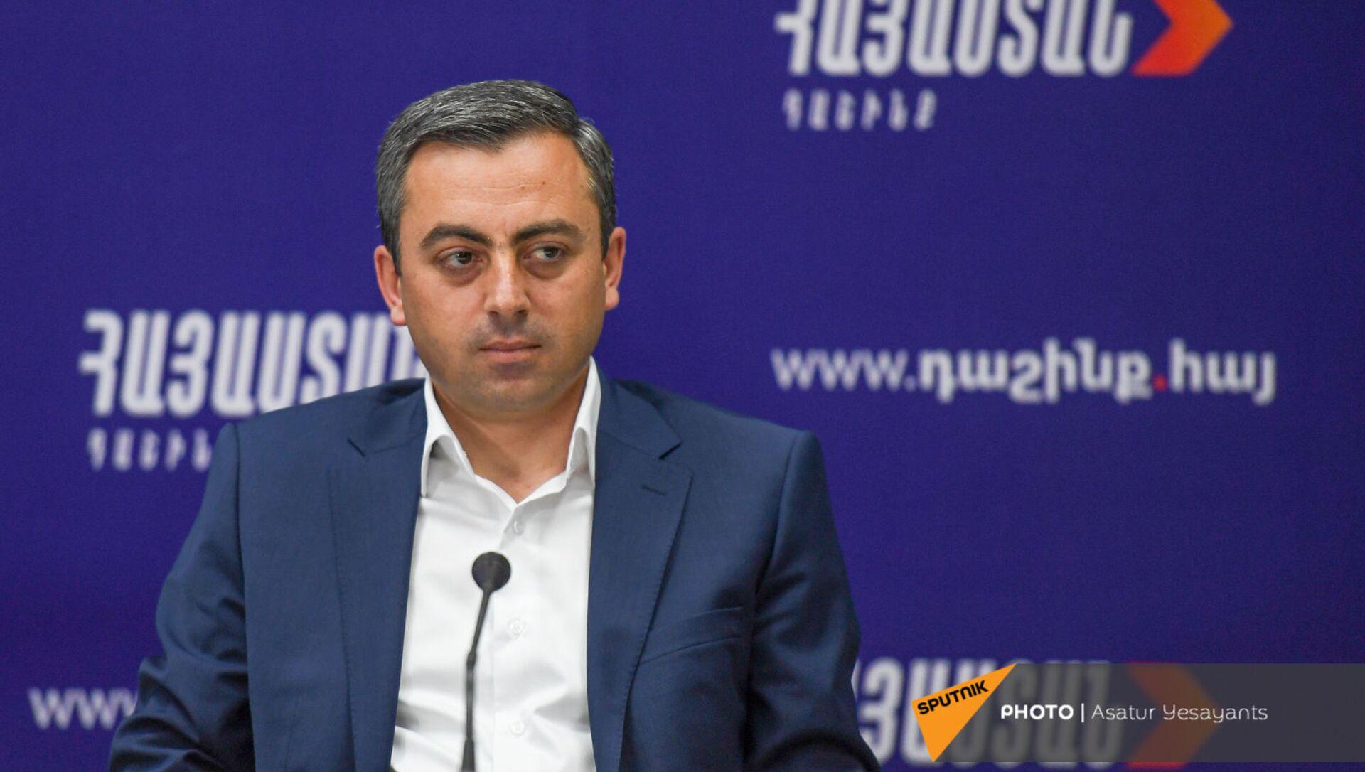 Ишхан Сагателян на пресс-конференции лидеров блока Айастан (25 мая 2021). Еревaн - Sputnik Армения, 1920, 25.05.2021