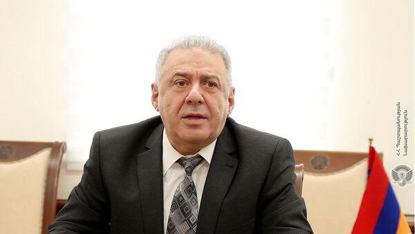 И.о. министра обороны Вагаршак Арутюнян встретился с командующим миротворческими войсками России в Карабахе, генерал-лейтенантом Рустамом Мурадовым (25 мая 2021). Еревaн - Sputnik Արմենիա