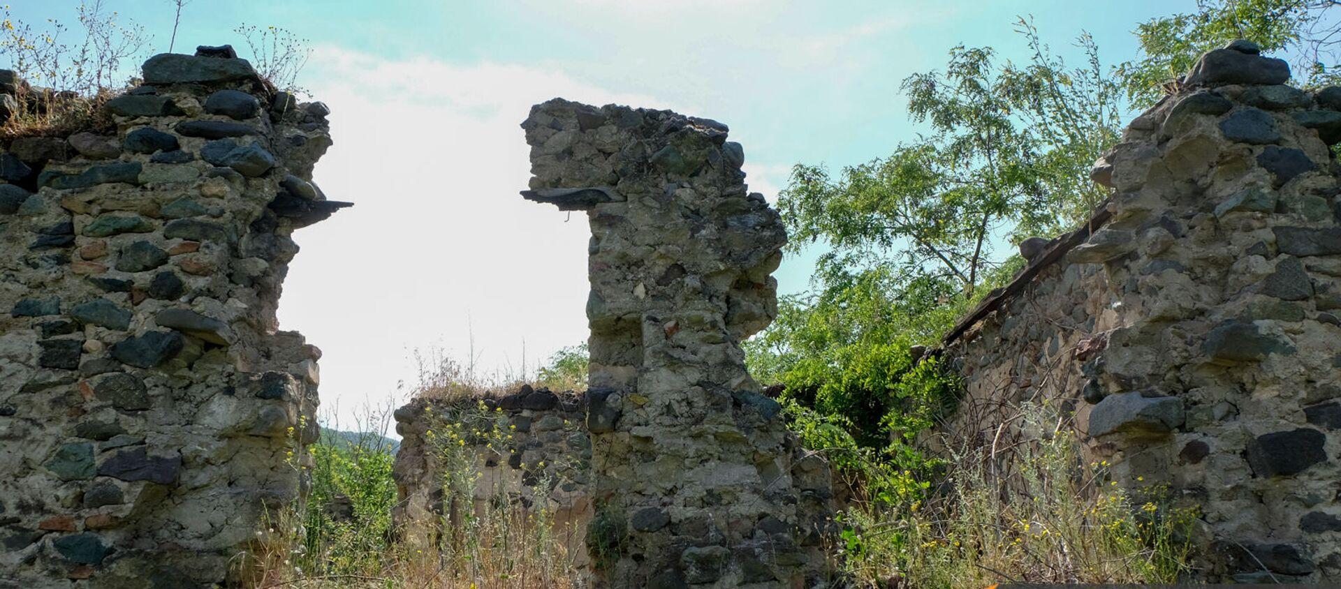 Развалины в бывшем анклаве Верин Воскепар - Sputnik Արմենիա, 1920, 25.05.2021