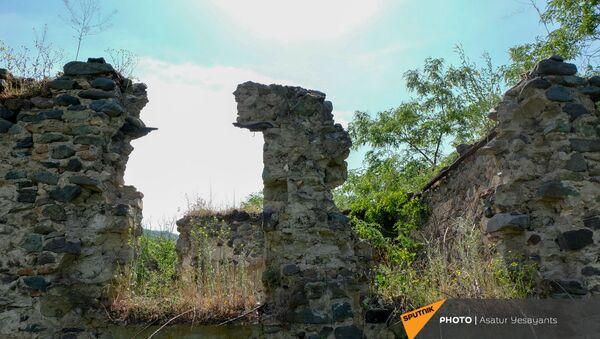 Развалины в бывшем анклаве Верин Воскепар - Sputnik Армения