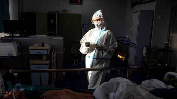 Медицинский сотрудник в отделении реанимации и интенсивной терапии г - Sputnik Արմենիա