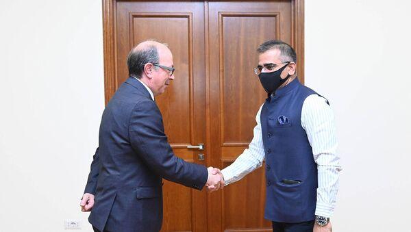 И.о. министра иностранных дел Ара Айвазян встретился с послом Индии в Армении Кишаном Даном Джалом - Sputnik Արմենիա
