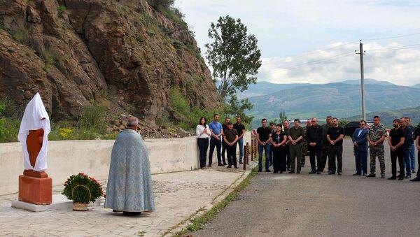 У памятника Танк в Шуши открылся хачкар, увековечивающий память Героя Арцаха Акопа Арутюняна (28 мая 2021). Карабах - Sputnik Արմենիա