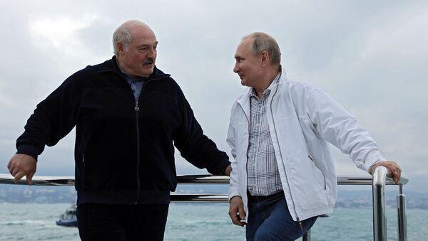 Президенты России Белоруссии Владимир Путин и Александр Лукашенко во время морской прогулки (29 мая 2021). Сочи - Sputnik Армения