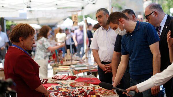 В рамках сотрудничества «Ереван-Степанакерт» возле площади Республики открылась выставка-ярмарка «Товары Арцаха» - Sputnik Արմենիա