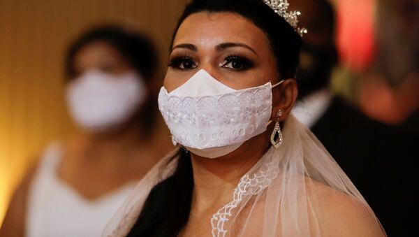 Невеста на массовой свадьбе в Национальном музее в Бразилии  - Sputnik Արմենիա