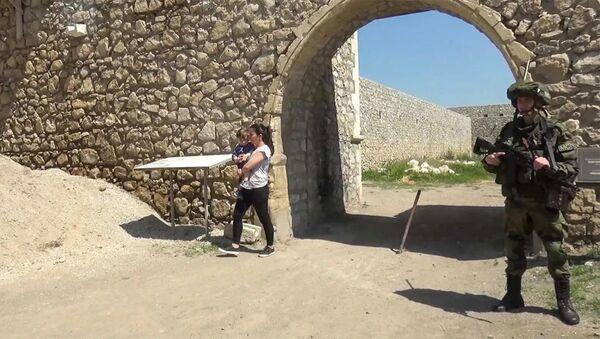 Сопровождение российскими миротворцами паломников в монастырь Амарас - Sputnik Армения