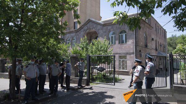 Полиция у здания морга на улице Гераци в Ереване - Sputnik Արմենիա