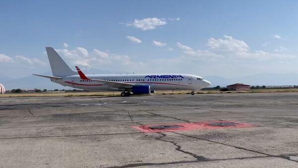 Armenia ավիաընկերության ինքնաթիռը վայրէջք է կատարել Երևանի «Զվարթնոց» օդանավակայանում - Sputnik Արմենիա