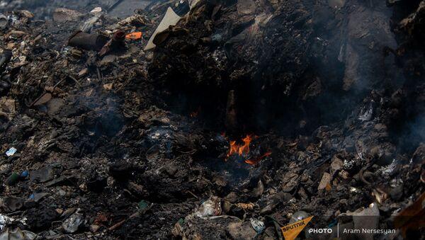 Очаги пожара на мусорной свалке возле города Масис  - Sputnik Армения