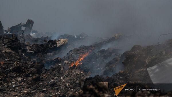 Очаги пожара на мусорной свалке возле города Масис  - Sputnik Արմենիա