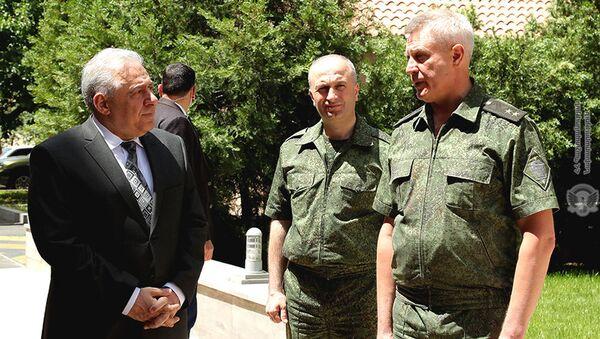 И.о. министра обороны Вагаршак Арутюнян посетил Пограничное управление Федеральной службы безопасности РФ в Армении - Sputnik Արմենիա