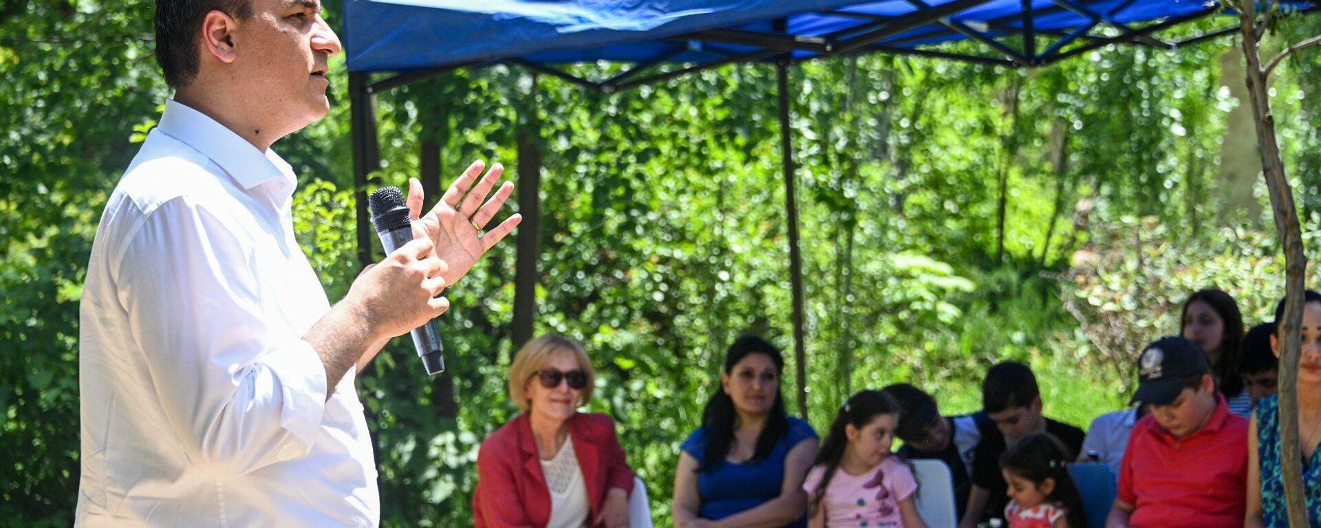 Омбудсмен Арман Татоян на праздновании Международного дня защиты детей - Sputnik Արմենիա, 1920, 14.06.2021