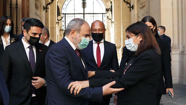 И.о. премьер-министра Никол Пашинян на встрече с мэром Парижа Энн Идальго - Sputnik Армения