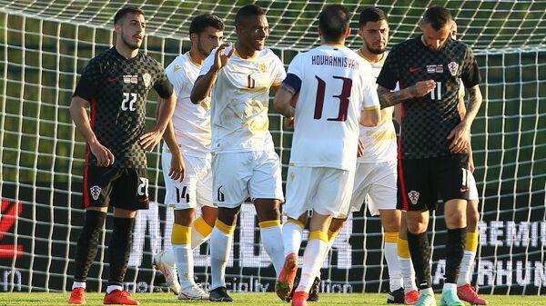 Вбеймар Ангуло из сборной Армении с  товарищами по команде празднует первый гол в игре между командами Армения - Хорватия на стадионе Градски (1 июня 2021). Хорватия  - Sputnik Армения