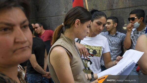 Акция протеста родственников пропавших без вести военнослужащих у посольства РФ (2 июня 2021). Еревaн - Sputnik Армения