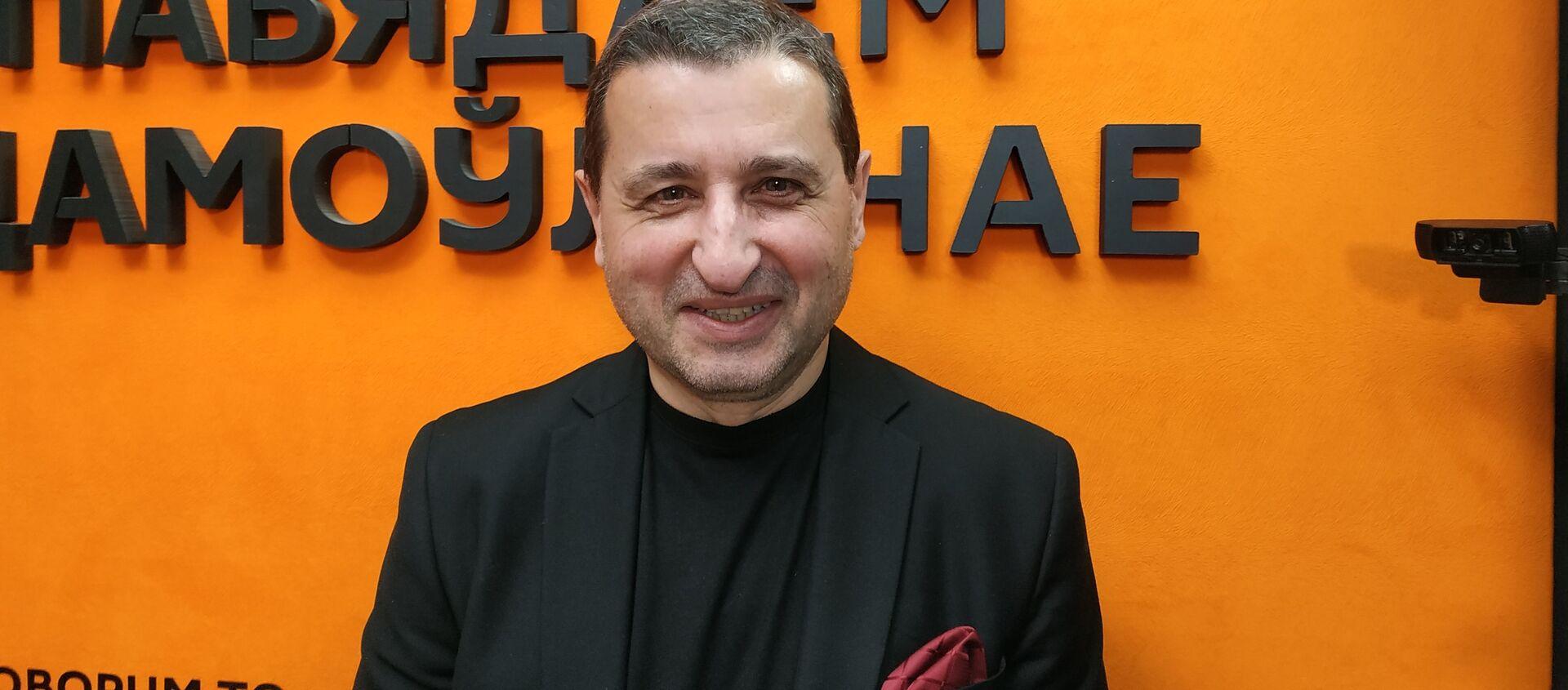 Политический эксперт, публицист, главный редактор немецкого интернет-журнала World Economy Александр Сосновский - Sputnik Армения, 1920, 02.06.2021