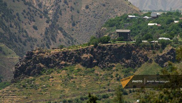 Вид на храм Гарни из Хосровского заповедника - Sputnik Արմենիա