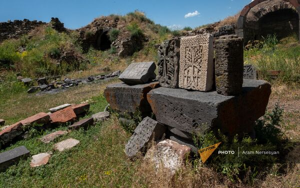 Խաչքարեր՝ Հավուց Թառ վանական համալիրի տարածքում - Sputnik Արմենիա