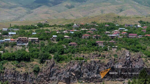 Вид на село Гарни с территории Хосровского заповедника - Sputnik Армения
