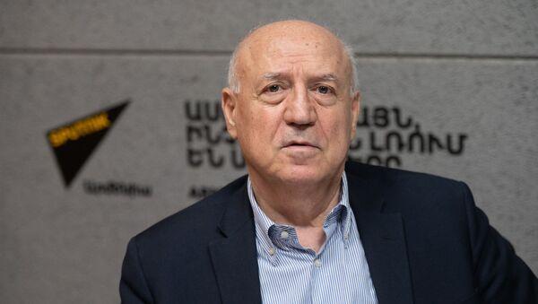 Лидер партии «Национальное Единение» Арташес Гегамян в гостях радио Sputnik Армения - Sputnik Армения