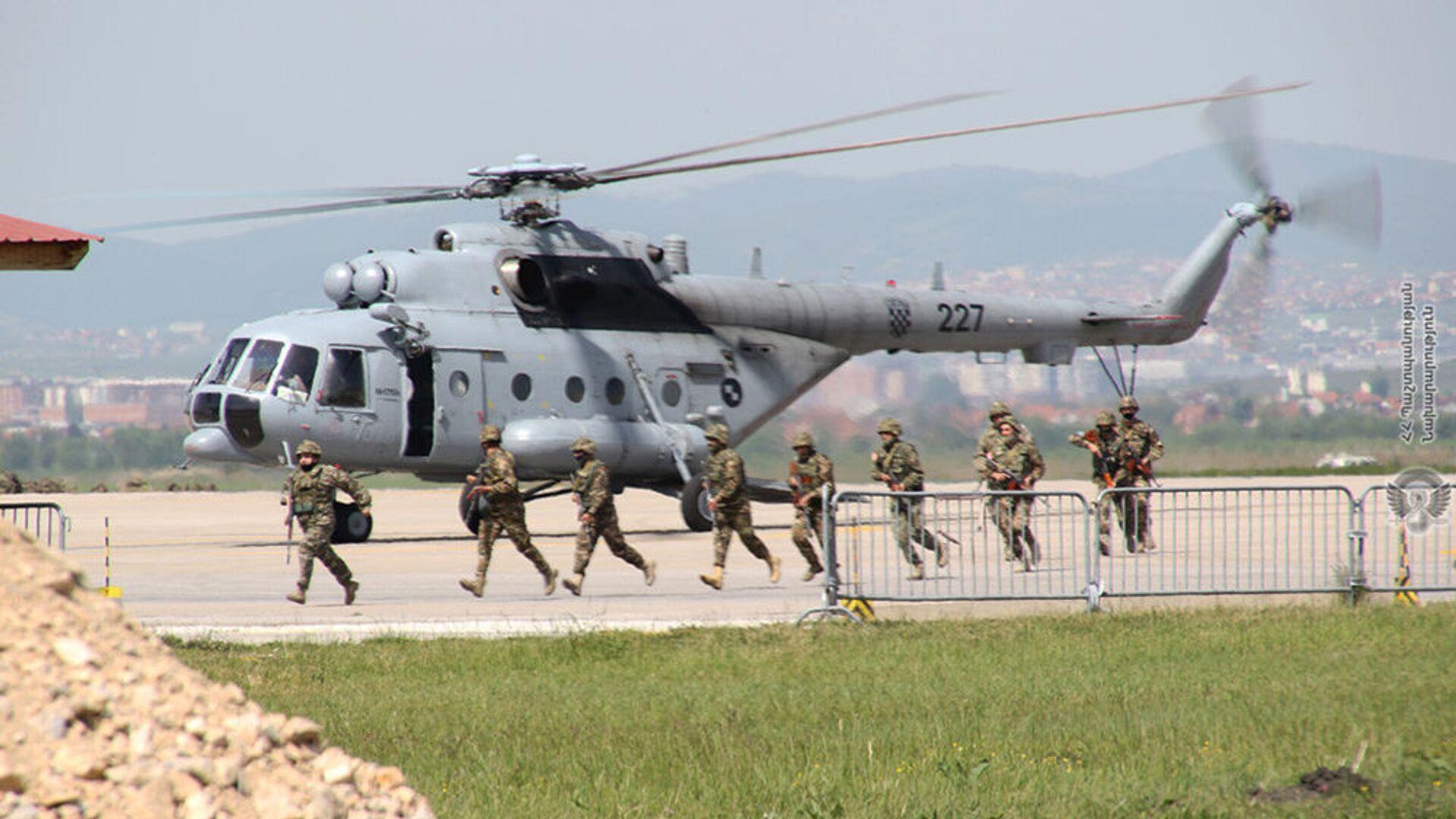 Военнослужащие армянского контингента, выполняющие миротворческую миссию в Косово, провели учения на территории вверенного им военного аэродрома - Sputnik Արմենիա, 1920, 03.06.2021