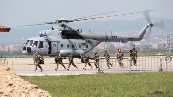 Военнослужащие армянского контингента, выполняющие миротворческую миссию в Косово, провели учения на территории вверенного им военного аэродрома - Sputnik Արմենիա
