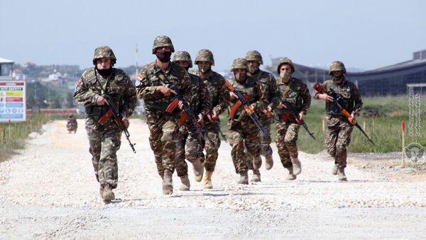 Военнослужащие армянского контингента, выполняющие миротворческую миссию в Косово, провели учения на территории вверенного им военного аэродрома - Sputnik Армения