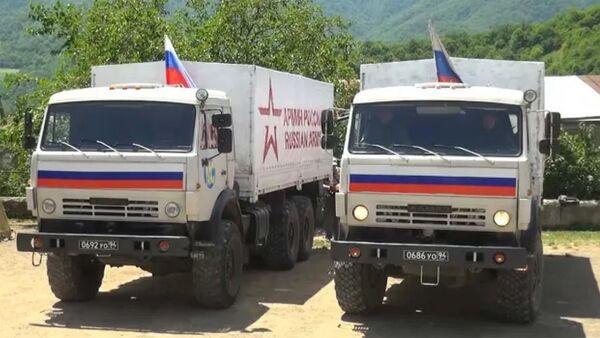 Гуманитарная акция российских миротворцев в Аскеранском районе Нагорного Карабаха - Sputnik Արմենիա