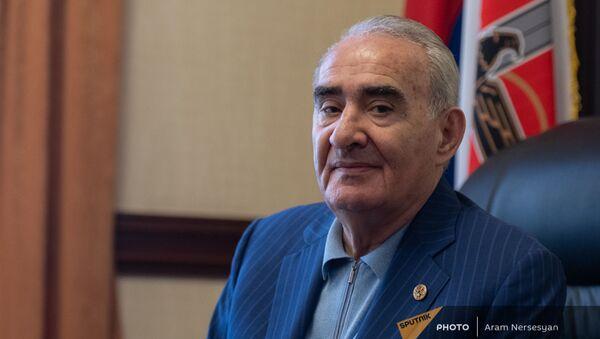 Галуст Саакян в своем кабинете во время эксклюзивного интервью агентству Sputnik Армения - Sputnik Արմենիա