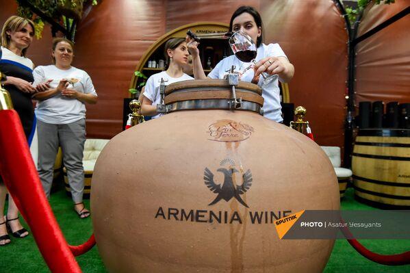 Հայկական գինին հորդում է  - Sputnik Արմենիա