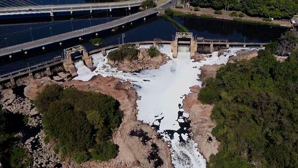 Токсичная пена на реке Тейте в Сан-Паулу - Sputnik Армения