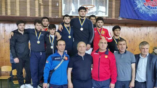 Юные борцы вольного стиля завоевали 7 медалей в Харькове - Sputnik Արմենիա