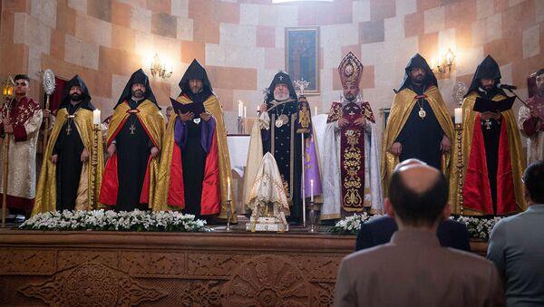 Литургия в соборе Покрова Святой Божьей Матери с участием Католикоса Гарегина Второго - Sputnik Армения