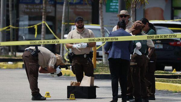 Сотрудники полиции Майами-Дейд на месте преступления (30 мая 2021). Хайали - Sputnik Армения