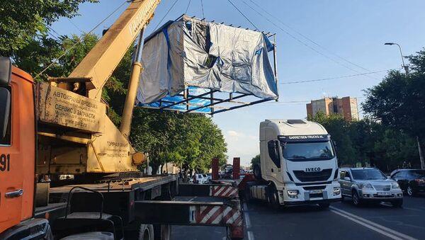 В административном районе Ачапняк демонтировали незаконно установленный павильон (6 июня 2021). Еревaн - Sputnik Армения