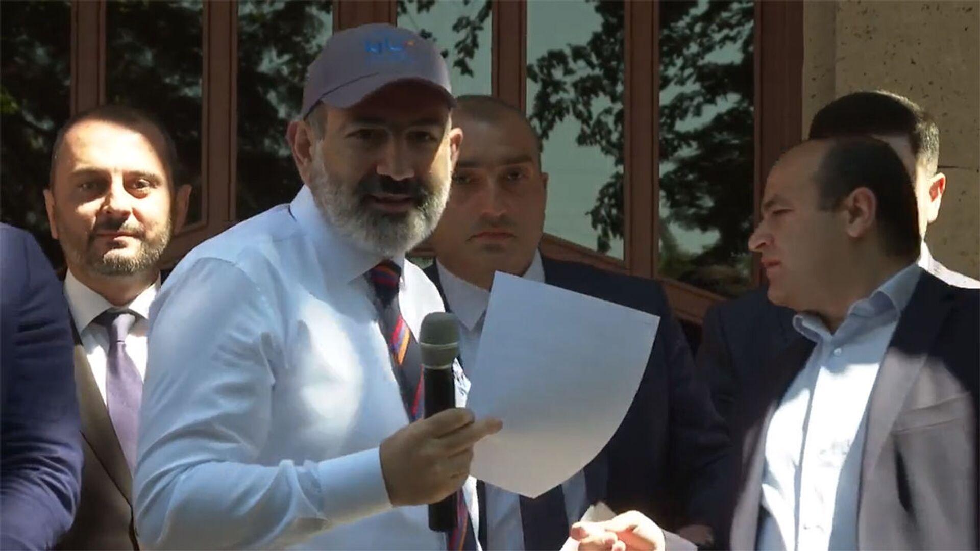 И.о. премьер-министра Никол Пашинян во время предвыборной кампании в Армавирской области (7 июня 2021). - Sputnik Армения, 1920, 07.06.2021