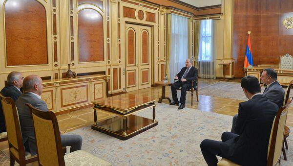 Президент Армен Саркисян принял делегацию общественной организации «Союз офицеров запаса СНБ» (7 июня 2021). Еревaн - Sputnik Армения