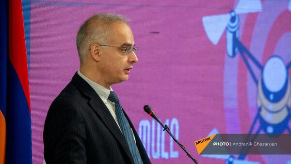 Арарат Зурабян во время презентации предвыборной программы Армянского национального конгресса (7 июня 2021). Еревaн - Sputnik Армения