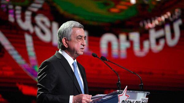 Серж Саргсян во время презентации предвыборной программы блока Честь имею (7 июня 2021). Еревaн - Sputnik Армения