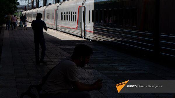 Новые пассажирские вагоны российского производства, прибывшие в Еревaн - Sputnik Արմենիա
