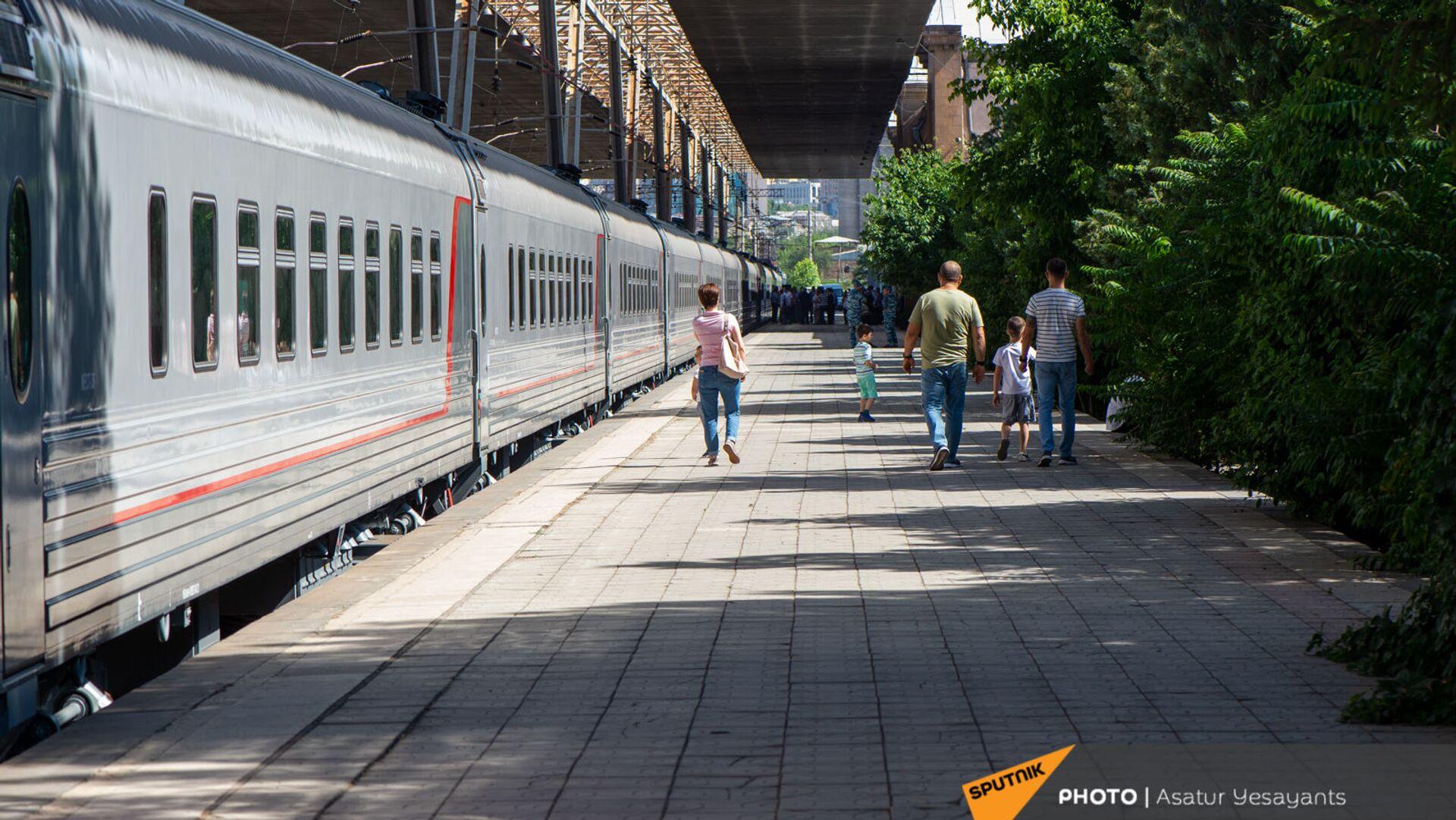 Новые пассажирские вагоны российского производства, прибывшие в Еревaн - Sputnik Армения, 1920, 11.06.2021