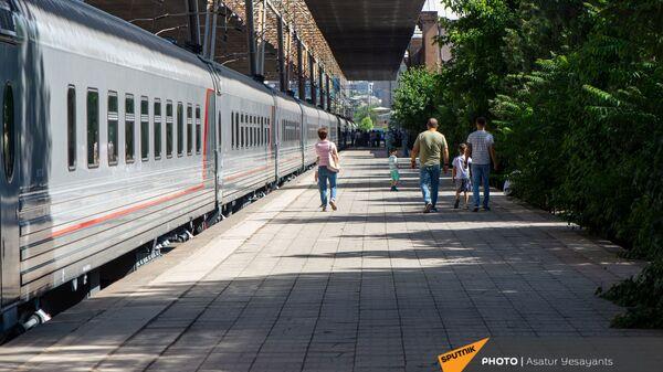 Новые пассажирские вагоны российского производства, прибывшие в Еревaн - Sputnik Армения