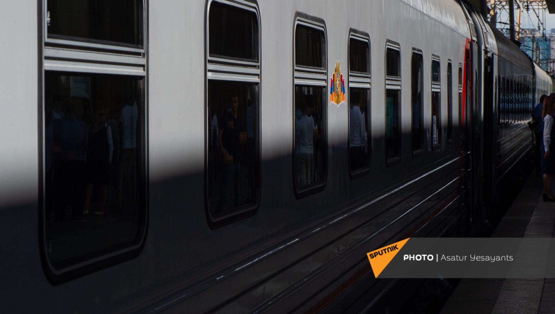 Новые пассажирские вагоны российского производства, прибывшие в Еревaн - Sputnik Армения, 1920, 29.07.2021
