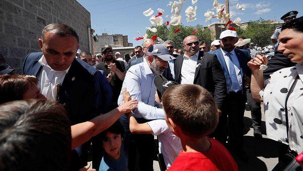 И.о. премьер-министра Никол Пашинян на предвыборной агиткампании в Арагацотнской области (8 июня 2021). Арагацотн - Sputnik Армения