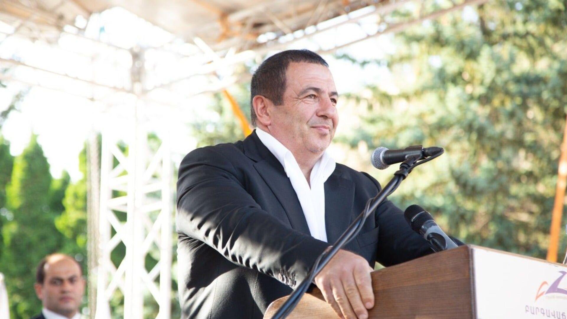 Лидер партии «Процветающая Армения» Гагик Царукян во время предвыборной кампании в Котайкской области - Sputnik Армения, 1920, 17.09.2021