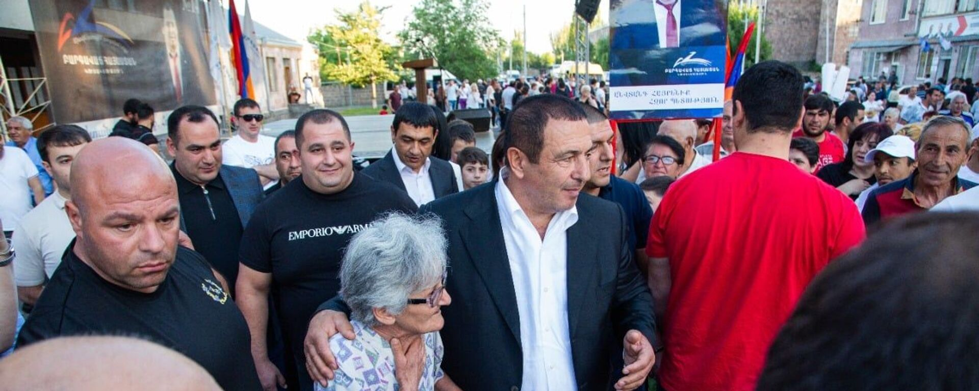 Лидер партии «Процветающая Армения» Гагик Царукян во время предвыборной кампании в Котайкской области - Sputnik Արմենիա, 1920, 08.06.2021