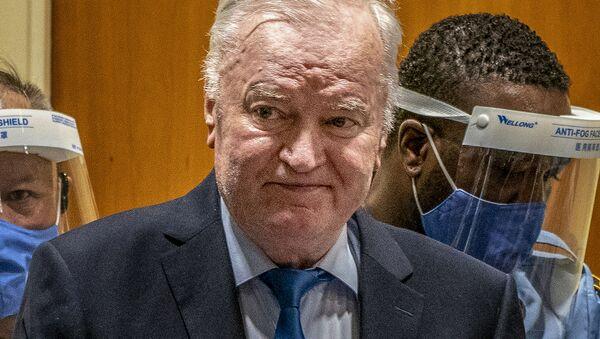 Генерал Ратко Младич прибывает в зал суда Гаагского трибунала (8 июня 2021). Гаага - Sputnik Армения