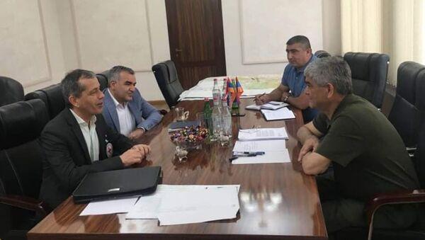 Секретарь Совета безопасности Карабаха Виталий Баласанян на встрече с главой нагорно-карабахской миссии Международного комитета Красного Креста Бертраном Ламоном (8 июня 2021). Степанакерт - Sputnik Արմենիա